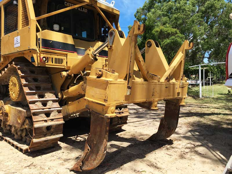 Cat D8R dozer ripper attachment